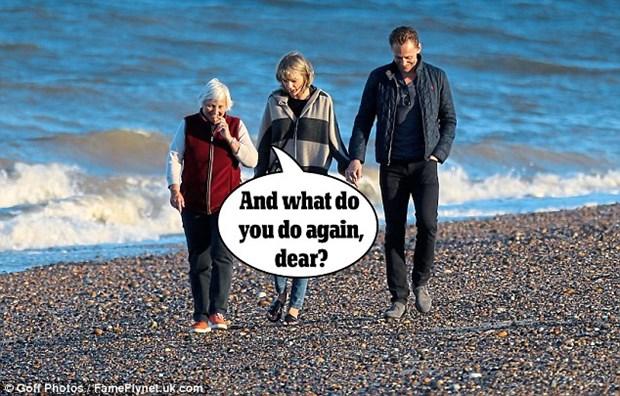 Taylor Swift va Tom Hiddleston cong khai di lai, ra mat bo me hinh anh 1