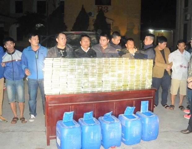 Bat giu nhom doi tuong van chuyen 300 banh heroin tai tinh Phu Tho hinh anh 1