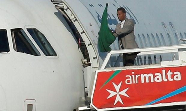 Vu cuop may bay Libya: Hai ke khong tac dau hang, bi bat giu hinh anh 1