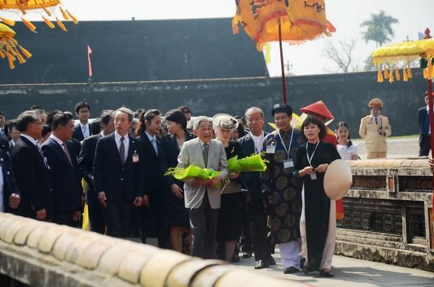 Nhat hoang Akihito va Hoang hau Michiko den tham Co do Hue hinh anh 1