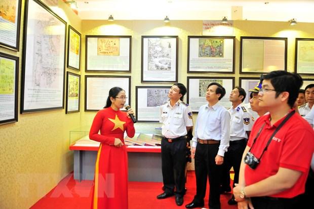 Trung bay tu lieu ve Hoang Sa, Truong Sa tai huyen dao Bach Long Vy hinh anh 1