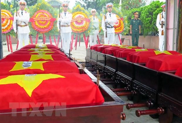 Truy dieu va an tang 16 hai cot liet sy Viet Nam hy sinh tai Lao hinh anh 1
