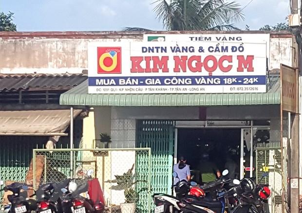 Long An: Hai doi tuong tao ton cuop tiem vang, chem chu nha hinh anh 1