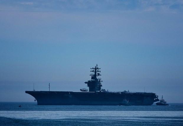 Tau san bay My USS D. Eisenhower pho dien suc manh tai Canada hinh anh 1