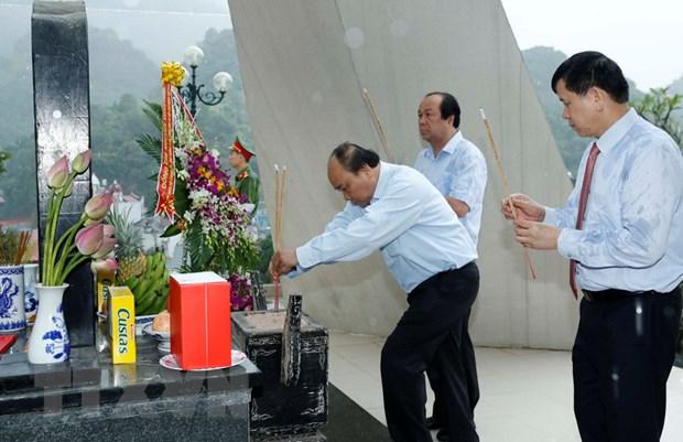 Thu tuong dang huong tai Khu di tich luu niem Trung doan 52 Tay Tien hinh anh 1