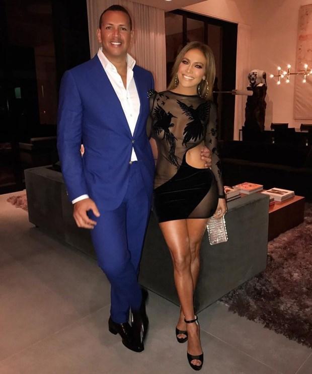Jennifer Lopez khoe sac trong trang phuc cua nha thiet ke goc Viet hinh anh 1
