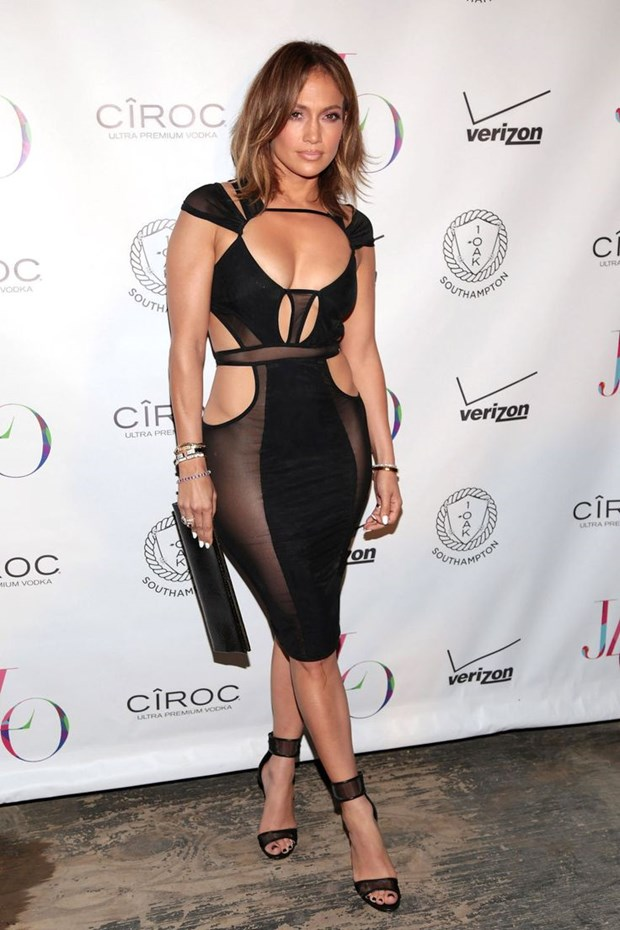 Jennifer Lopez khoe sac trong trang phuc cua nha thiet ke goc Viet hinh anh 2