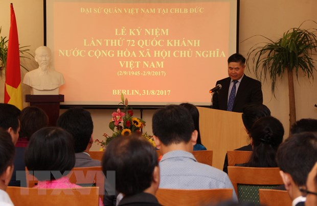 Cac hoat dong trong the ky niem Quoc khanh 2/9 tai Duc va Canada hinh anh 1