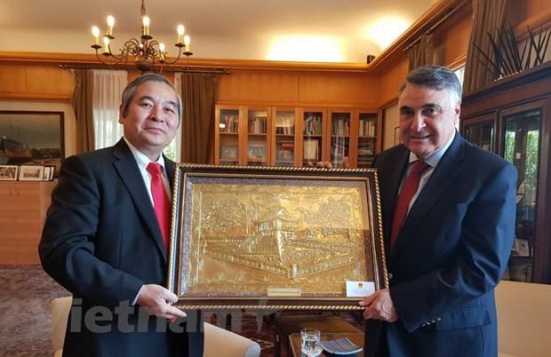 Chile trao tang Huan chuong cho Dai su Viet Nam Ngo Duc Thang hinh anh 1