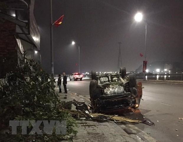Quang Ninh: Va cham lien hoan khien ba oto con hu hong nang hinh anh 1