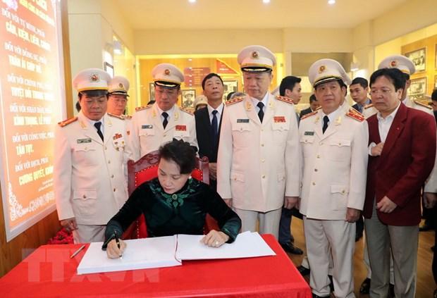 Chu tich Quoc hoi: Luc luong cong an nhan dan la
