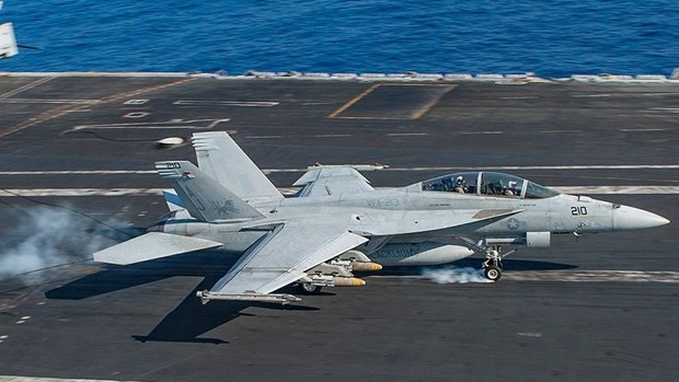 My: Mot may bay chien dau F-18 bi roi, hai phi cong mat tich hinh anh 1