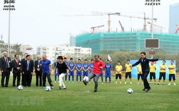 Tong thong Han Quoc giao luu voi doi tuyen bong da U23 Viet Nam hinh anh 2