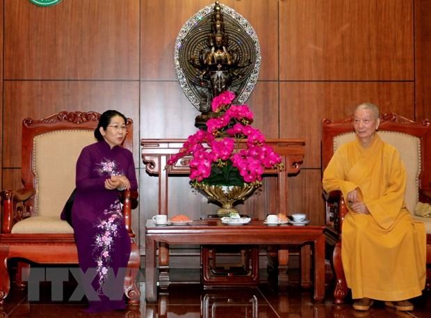 Lanh dao Thanh pho Ho Chi Minh tham, chuc mung Dai le Phat dan hinh anh 1