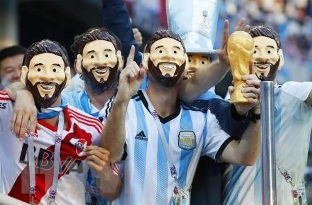 Co dong vien au da, FIFA phat lien doan bong da Argentina va Croatia hinh anh 1