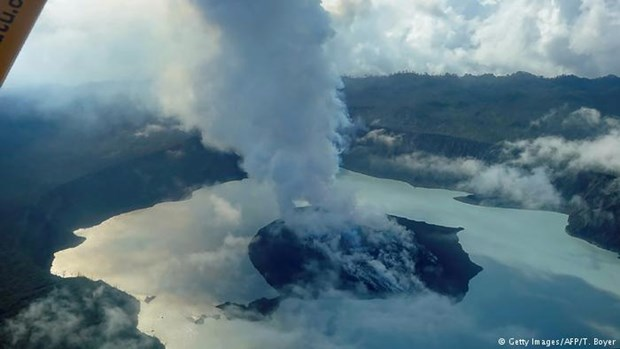 Toan bo cu dan tren mot dao o Vanuatu phai so tan do nui lua hinh anh 1