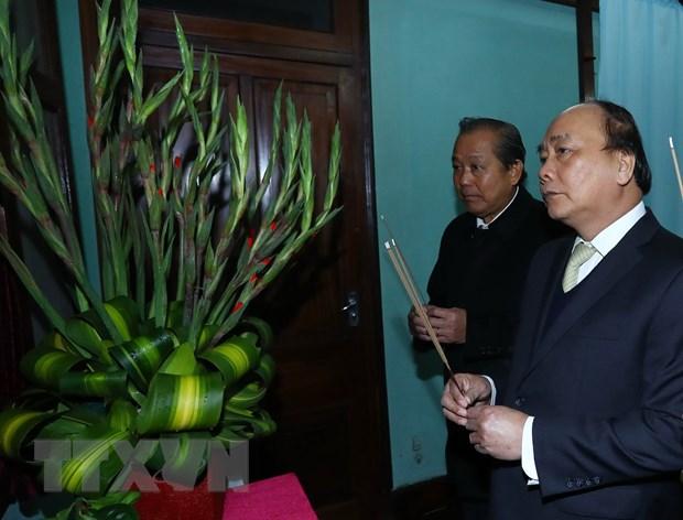 Thu tuong Nguyen Xuan Phuc dang huong, tuong nho Chu tich Ho Chi Minh hinh anh 1