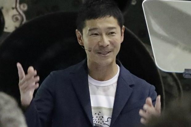 SpaceX cong bo danh tinh hanh khach dau tien se bay len Mat Trang hinh anh 1