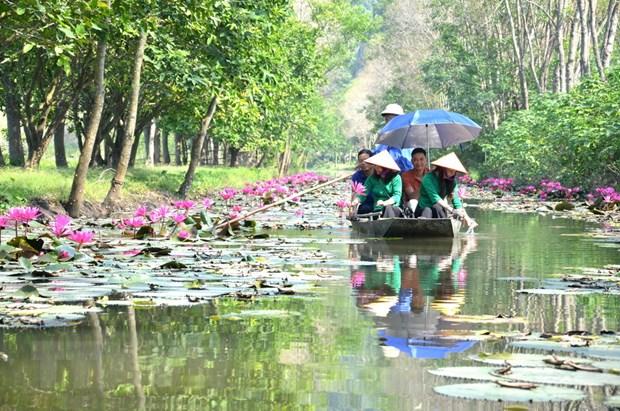 Suoi Au Vinh An - diem den hap dan du khach trong mua Thu hinh anh 1