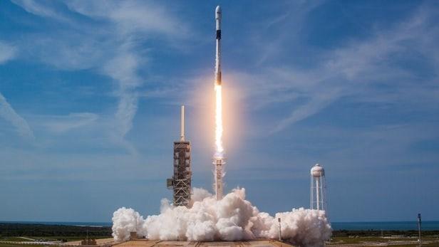 SpaceX phong cung luc 64 ve tinh len vu tru bang ten lua Falcon 9 hinh anh 1