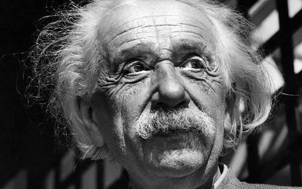 Buc thu Einstein nghi ngo su ton tai cua Chua ''gay bao'' san dau gia hinh anh 1