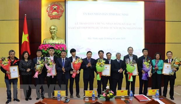 Bac Ninh trao giay chung nhan dang ky dau tu cho cac doanh nghiep FDI hinh anh 1