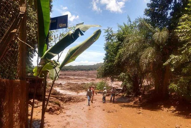Brazil: Vo dap ho chua nuoc thai, it nhat 200 nguoi mat tich hinh anh 1