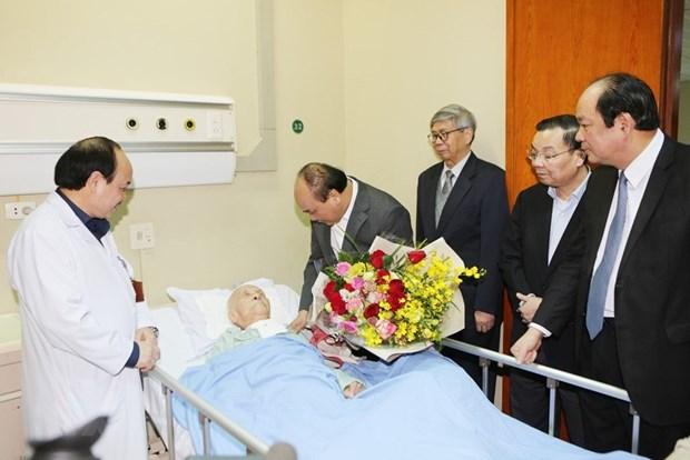 Thu tuong Nguyen Xuan Phuc chuc Tet mot so nha khoa hoc lao thanh hinh anh 1