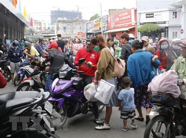 Cac cua ngo Thanh pho Ho Chi Minh ken cung nguoi ve que don Tet hinh anh 2