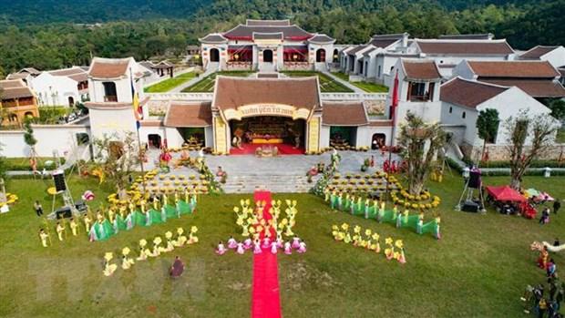 Hang nghin nguoi no nuc du khai Hoi Xuan Yen Tu nam 2019 hinh anh 2