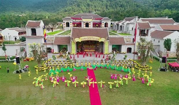 Hang nghin nguoi no nuc du khai Hoi Xuan Yen Tu nam 2019 hinh anh 3