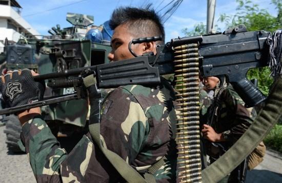 Dung do quan su tai Philippines, 2 binh sy va 4 phien quan thiet mang hinh anh 1
