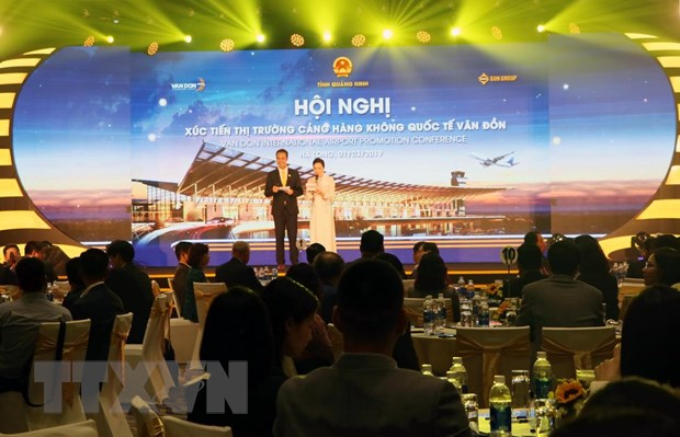 Thu hut du khach den Quang Ninh thong qua Cang hang khong Van Don hinh anh 1