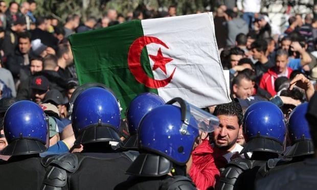 Algeria: Bieu tinh phan doi tong thong 81 tuoi tiep tuc tranh cu hinh anh 1