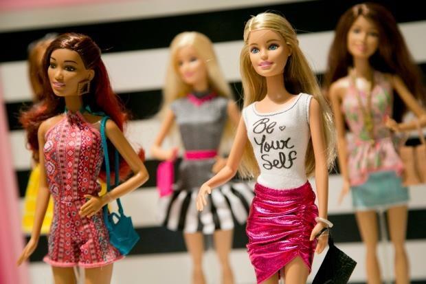 Hanh trinh khong ngung sang tao cua bup be Barbie 'van nguoi me' hinh anh 2