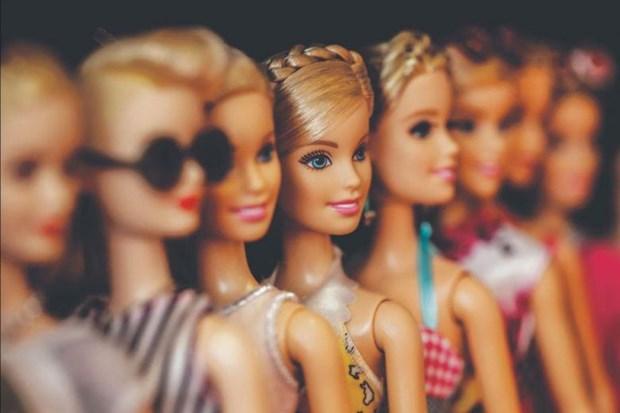 Hanh trinh khong ngung sang tao cua bup be Barbie 'van nguoi me' hinh anh 1
