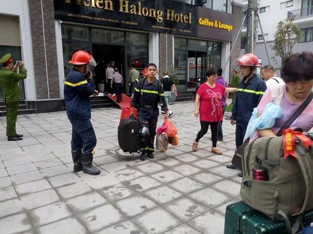 Chay khach san o Ha Long, giai cuu 5 du khach Trung Quoc mac ket hinh anh 1