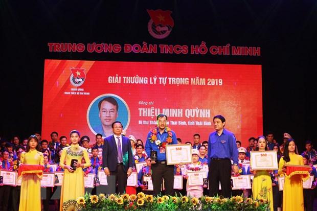 72 can bo Doan tieu bieu duoc nhan Giai thuong Ly Tu Trong nam 2019 hinh anh 1