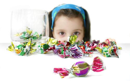 Nên cấm trẻ ăn đồ ngọt để phòng ngừa sâu răng. Đúng hay sai?