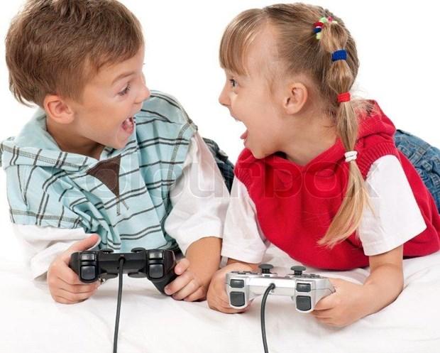 Chơi game, xem điện thoại thông minh hoặc xem tivi quá nhiều là một nguyên nhân gây nên hội chứng TIC ở trẻ em. Thông tin này là thật hay giả?