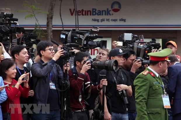 Phóng viêntrong nước và quốc tế tác nghiệp tại Hội nghị thượng đỉnh Mỹ-Triều tại Hà Nội. (Nguồn: TTXVN)