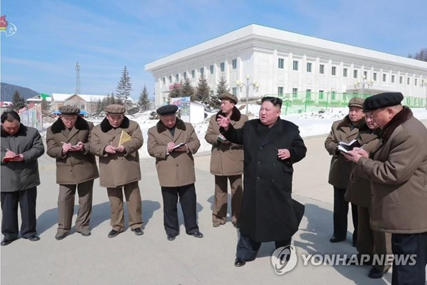 Nha lanh dao Trieu Tien Kim Jong-un thi sat co so dang duoc xay dung hinh anh 1