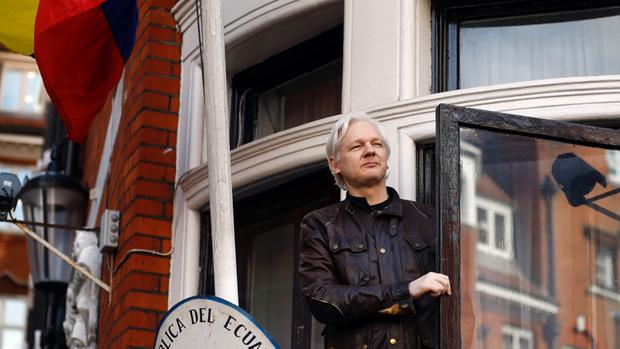 Ecuador se dieu tra nha sang lap WikiLeaks Julian Assange hinh anh 1