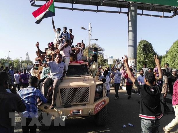 Reuters: Sudan trien khai quan doi o thu do tran ap doan bieu tinh hinh anh 1