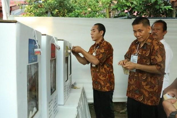 Cuoc bau cu o Indonesia: Hy vong gui gam trong tung la phieu hinh anh 1