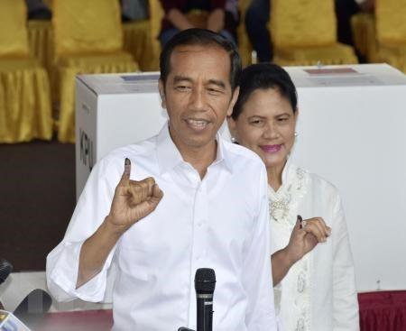 Bau cu Indonesia: Duong kim Tong thong Widodo dang dan dau hinh anh 1