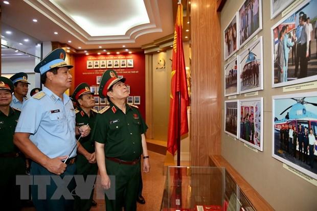Bo truong Bo Quoc phong Ngo Xuan lich tham, lam viec tai Binh doan 18 hinh anh 1