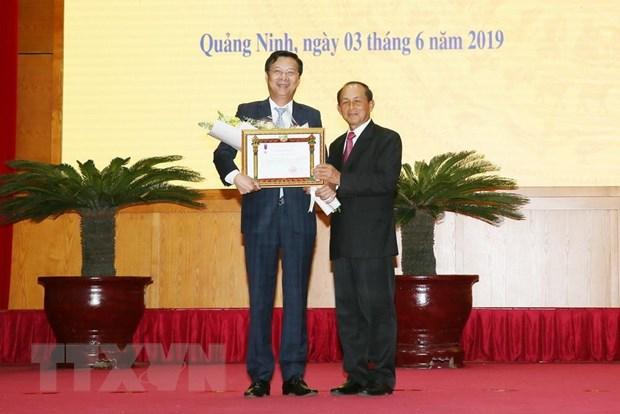 Trao Huan chuong cua Chu tich nuoc Lao cho mot so tap the, ca nhan hinh anh 2
