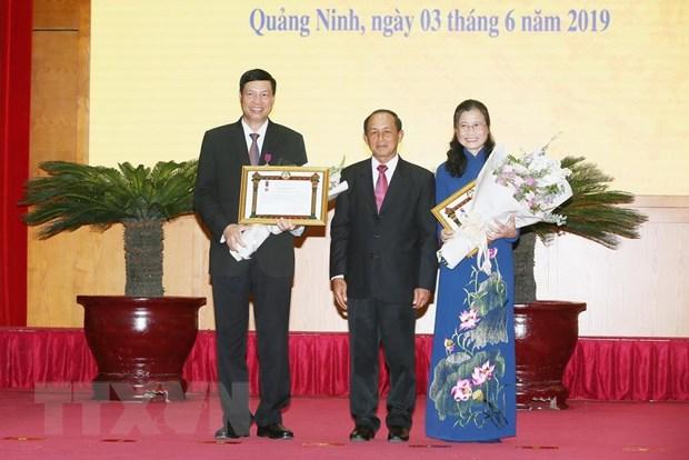 Trao Huan chuong cua Chu tich nuoc Lao cho mot so tap the, ca nhan hinh anh 1