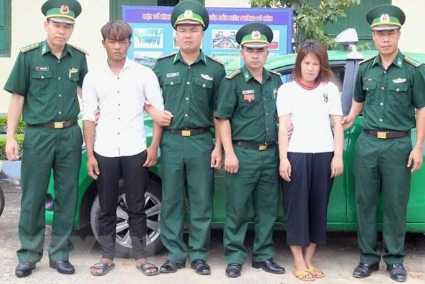 Bat giu doi tuong buon ban tre so sinh tu Viet Nam sang Trung Quoc hinh anh 1